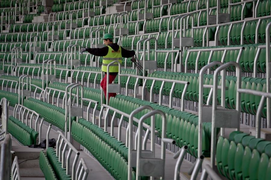 Стадион ждет своего